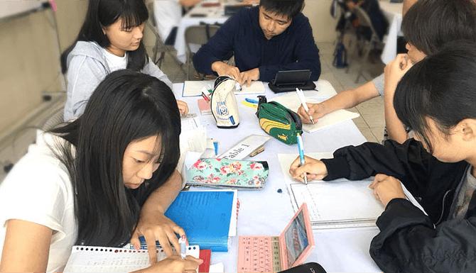 中学、高校受験生も安心! 日本からの宿題タイムを毎晩義務付け