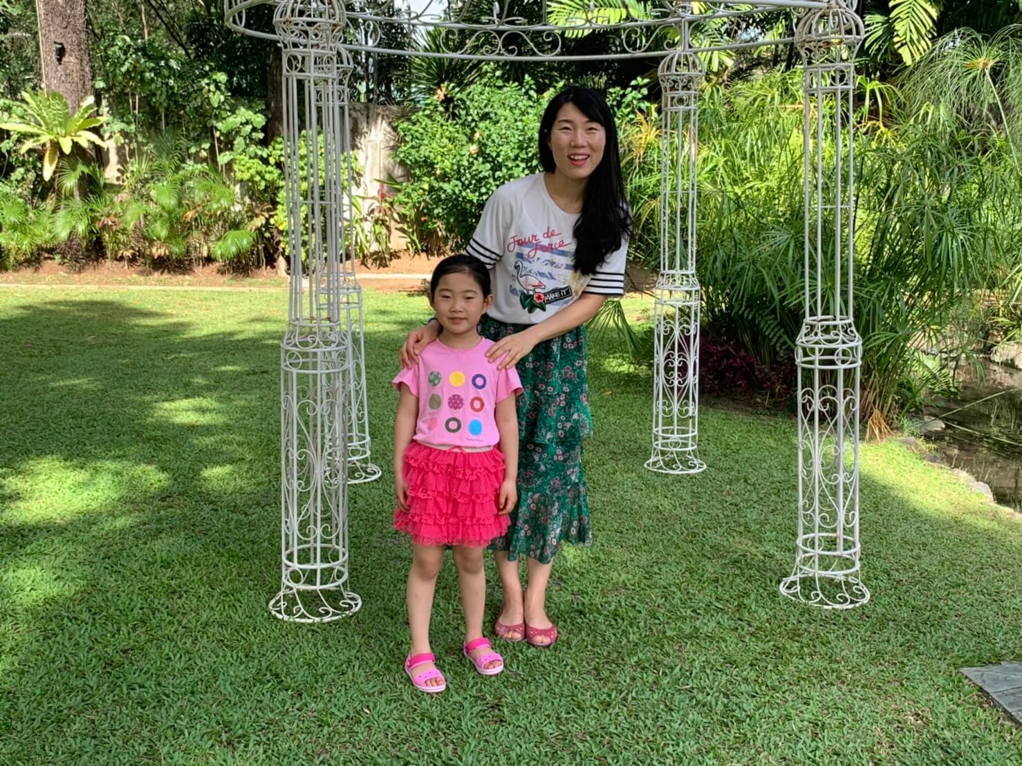 広大な緑の敷地で親子でのんびりお散歩も。